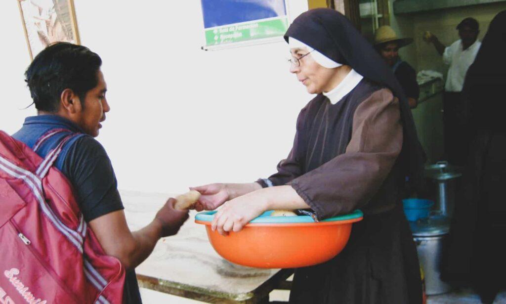 Katholieke Kerk helpt armen