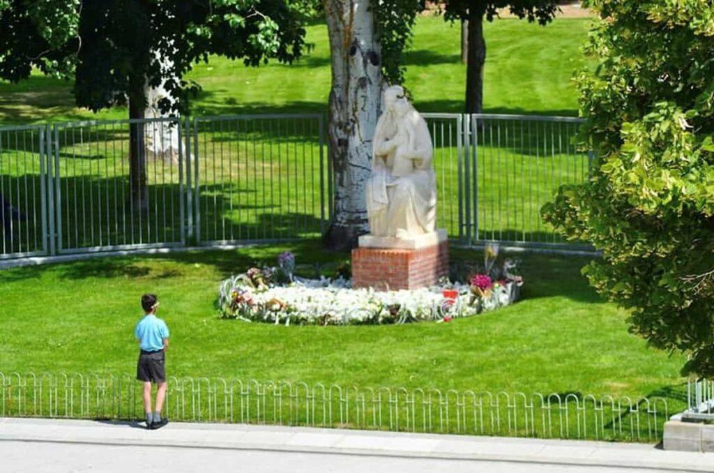 Katholieken aanbidden Maria niet